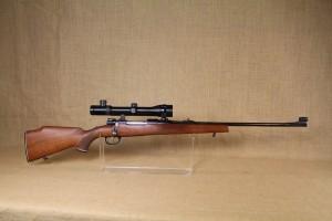 Carabine Voere en calibre 7X64 avec lunette Zeiss.